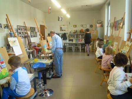 anno 2015 Lezione di Pittura ai bambini della scuola materna di Cuggiono, presso il Laboratorio del Gruppo Artistico Occhio, Aprile e Maggio 2015.